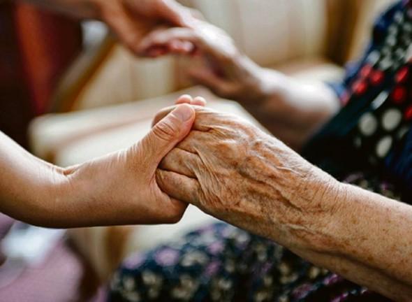 Какие требования предъявляются к лицу осществляющему уход за 80 летней женщиной