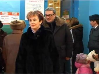 Гайзер с супругой Натальей на выборах в Госдуму