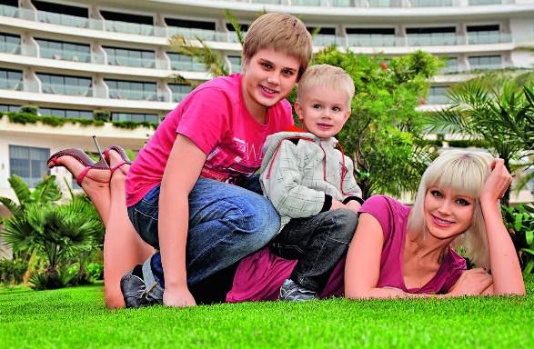 Певица Натали с детьми